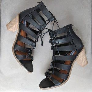 Steve Madden Dessie black lace up shoes